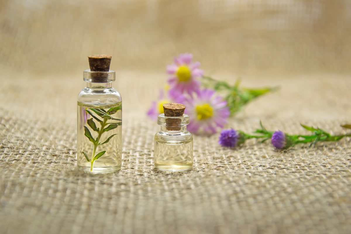 5 Essential Oils Hacks to Use in Your Apartment