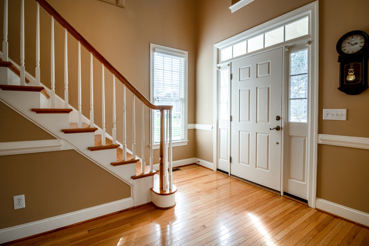 How to Create a Stylish and Functional Entrance to Your Apartment