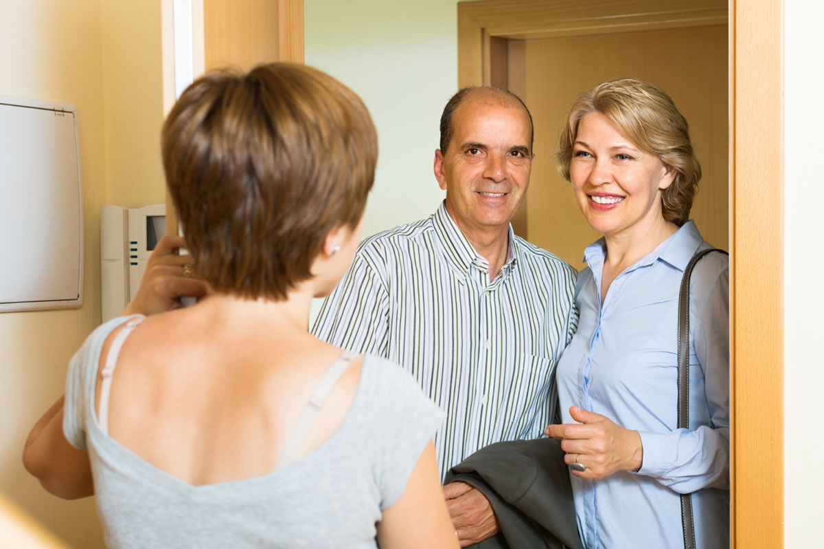Four Tips to Meeting Your New Neighbors When You Move into an Apartment Complex
